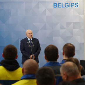 Łukaszenka przestrzega przed zwalnianiem ludzi