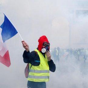 """""""Żółte kamizelki"""" walczą na ulicach (+WIDEO)"""