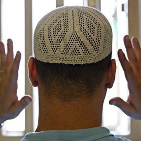 Francja: Nowe więzienia przeciwko radykalizacji muzułmanów