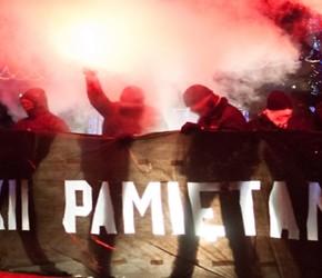 Warszawa: Powtórka z historii - policja rozbija antykomunistyczną pikietę