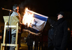 wegry-posel-oskarzony-o-spalenie-flagi-izraela