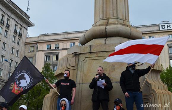 2013 r., Warszawa: białoruscy nacjonaliści na demonstracji w Święto Pracy