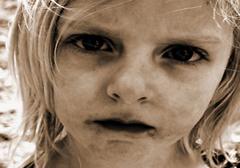 Coraz więcej polskich dzieci rodzi się i dorasta w biedzie