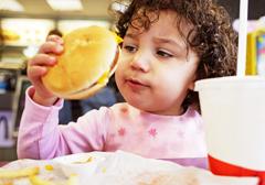 Kolejny dowód na szkodliwość fast foodów