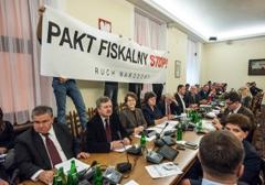 Komisarz Lewandowski straszy Polaków w kwestii przyjęcia paktu fiskalnego