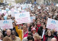 """Pomimo protestów rząd Francji chce """"małżeństw"""" dla zboczeńców"""