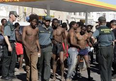 Hiszpania: Afrykańscy imigranci szturmują granice