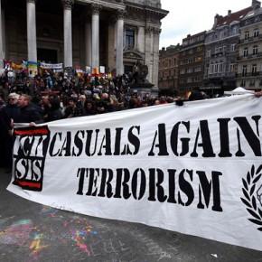 Belgijscy kibice demonstrowali przeciwko terrorystom w centrum Brukseli