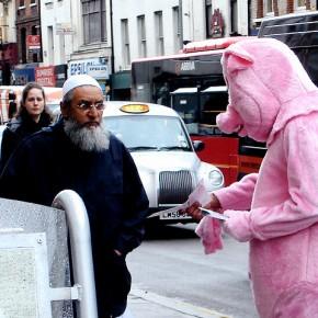 Szwecja: Farma świń ma powstrzymać budowę ośrodka dla imigrantów