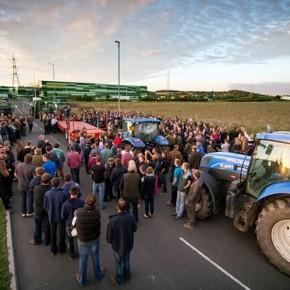 Brytyjscy rolnicy protestują przeciwko sieci supermarketów