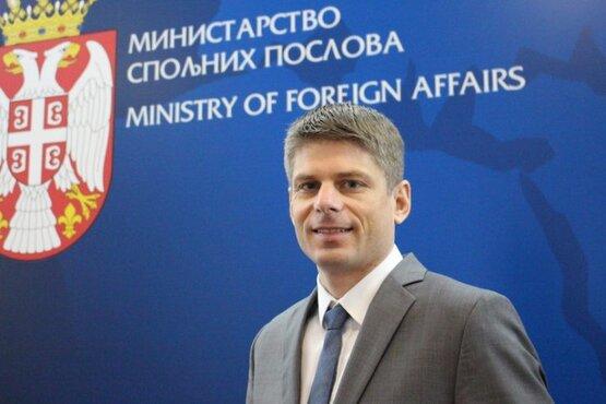 Identytarysta pełnomocnikiem serbskiego rządu