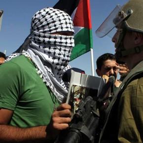 Izrael ugiął się pod protestami Palestyńczyków