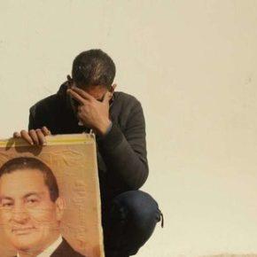 Husni Mubarak pożegnany z wojskowymi honorami