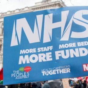 Brytyjska służba zdrowia musi płacić prywatnym szpitalom