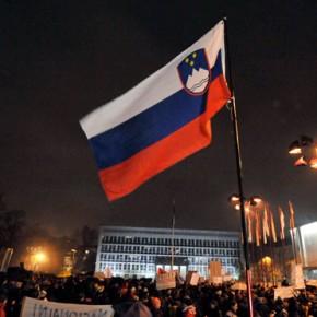 """Słoweńcy protestują na ulicach Lublany: """"Prywatyzacja to złodziejstwo"""""""