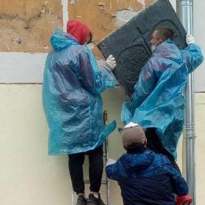 Rosyjscy naukowcy krytykują demontaż tablic upamiętniających Polaków