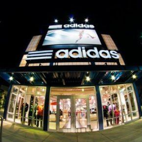 """Adidas zwalnia za """"bagatelizowanie rasizmu"""""""