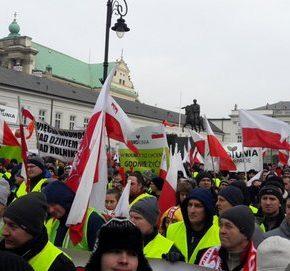 """Rolnicy zorganizowali """"oblężenie Warszawy"""""""