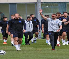 Kibice ich wygwizdali, ale piłkarze Anglii będą dalej klęczeć