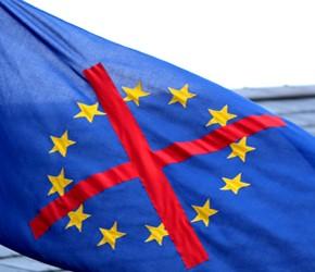Bezpieczny eurosceptycyzm Nigela Farage'a