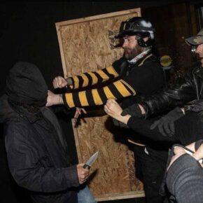 Antifa dźgała nożem zwolenników Trumpa