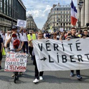 Dwieście demonstracji przeciwko paszportom sanitarnym