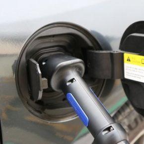 Rząd zamiata pod dywan samochody elektryczne