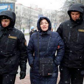 Białoruś: Zwolniono większość zatrzymanych po sobotnich protestach