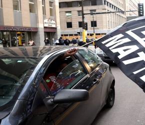 Protesty po zastrzeleniu czarnoskórej nożowniczki