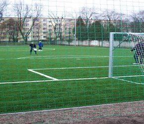 Młodzi Polacy grają na rakotwórczych boiskach