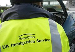 """Wlk. Brytania: """"Obrońcy praw człowieka"""" krytykują nagradzanie służb imigracyjnych"""