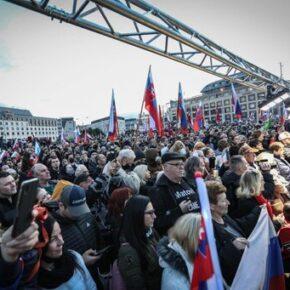 Słowacy coraz liczniej kwestionują restrykcje