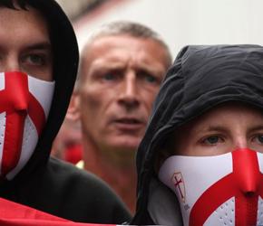 """UK: Rządowa kampania """"antyrasistowska"""" i działania służb wobec nacjonalistów"""