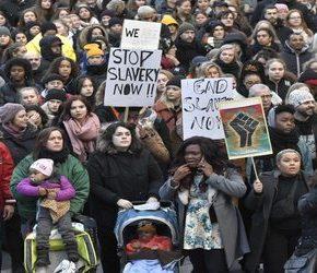 Imigranci zdemolowali centrum Brukseli