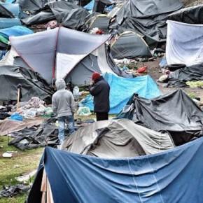 Francuskie władze zaczęły usuwanie obozowiska w Calais