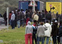 Francja: Starcia nielegalnych imigrantów w portowym mieście