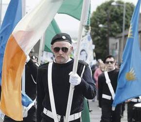 """Północna Irlandia: Lojaliści zarzucają policji lekceważenie """"gloryfikowania terroryzmu"""""""