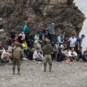 Imigranci szturmują Ceutę. Hiszpania wysłała wojsko (+WIDEO)