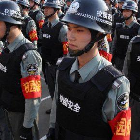"""Chiny bronią się przed """"kolorowymi rewolucjami"""""""