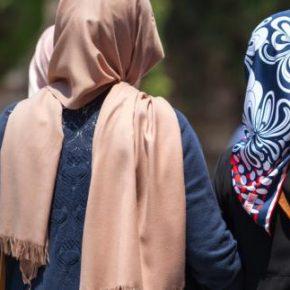 Zakaz noszenia chusty w pracy zgodny z unijnym prawem