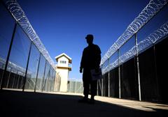 Prokuratura milczy w sprawie funkcjonariusza podejrzanego o zaangażowanie w kwestii tajnych więzień CIA na terenie Polski