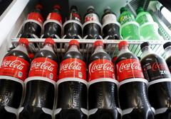 Grecja: anarchiści grożą skażeniem butelek Coca-Coli w sklepach kwasem solnym