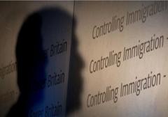 Brytyjczycy popierają pomysł ograniczenia świadczeń socjalnych dla imigrantów