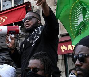 Francuski minister chce delegalizacji murzyńskiej grupy