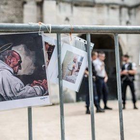 Francja: Rada Kultu Muzułmańskiego wezwała wyznawców islamu do uczestnictwa we mszy