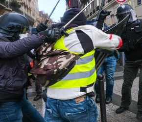 """Służby atakowały """"żółte kamizelki""""  (+WIDEO)"""