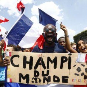 Wielkie zamieszki po triumfie Francji (+WIDEO)