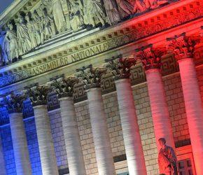 Francuska centroprawica skręca w prawo. Front Narodowy w lewo