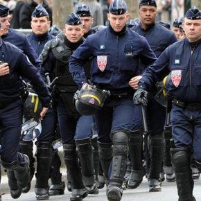 """Trzech """"zradykalizowanych"""" w paryskiej policji"""