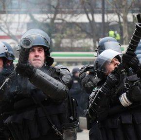 Francuska policja rezygnuje z granatów wybuchowych
